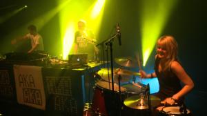 Lizzy am Schlagzeug