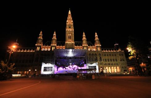 Wiener Rathaus bei Nacht